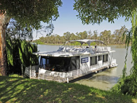 Moving Waters Self Contained Moored Houseboat - Kalgoorlie Accommodation